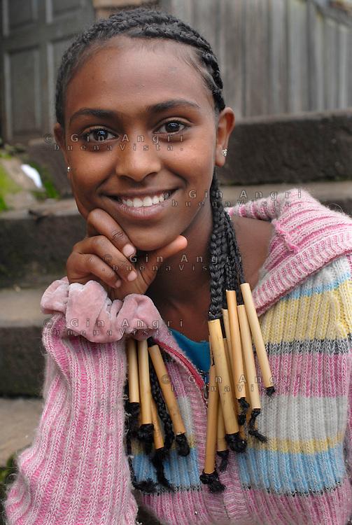 Addis Abeba, ragazza e capigliatura, .