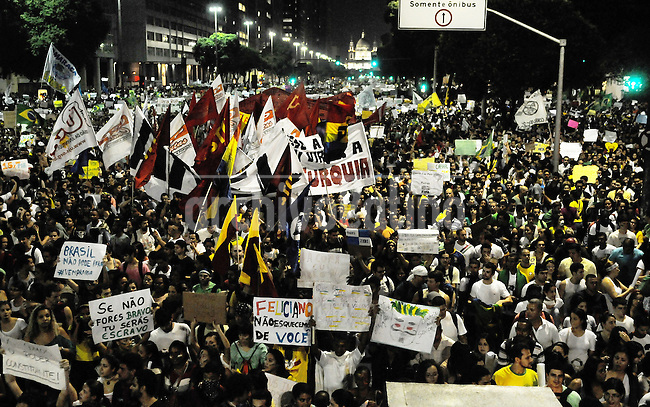 People shouts slogans riots on the streets of Rio to protest against official corruption and spending on next year's World Cup, Rio de Janeiro, Brasil, June 20, 2013.  (Austral Foto/Renzo Gostoli)