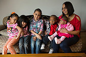 MR / Schenectady, New York. Group portrait of mother (Puerto Rican American, 26) and her five children. ID: AM-Gar. ©Ellen B. Senisi
