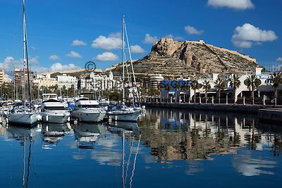 Spain, Costa Blanca, Alicante: View over marina to Santa Barbara castle | Spanien, Costa Blanca, Alicante: Yachthafen und Burg Castillo de Santa Bárbara
