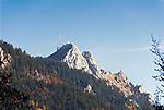 Deutschland, Bayern, Rosenheimer Land, der Wendelstein ist ein 1838 Meter hoher Berg der Bayerischen Alpen. Er gehoert zum Mangfallgebirge, dem oestlichen Teil der Bayerischen Voralpen. Er ist hoechster Gipfel des Wendelsteinmassivs, ist mit der Wendelstein-Seilbahn und der Wendelstein-Zahnradbahn erschlossen. Auf dem Gipfel des Berges befindet sich die Wendelstein-Kapelle auch Wendelsteinkircherl genannt, eine Sternwarte, eine Wetterwarte und die weithin sichtbare Sendeanlage des Bayerischen Rundfunks | Germany, Bavaria, Rosenheimer Land, Wendelstein mountain with observatory, weather station and transmitter of the Bayerischer Rundfunk, a Bavarian radio and tv-station