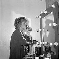 Rosita Salvador<br /> (date exacte inconnue)<br /> <br /> Rosita Salvador, (née Victoire Bergeron le 28 janvier 1933 et morte le 3 avril 2008), est une chanteuse québécoise, surtout de cabarets. <br /> <br /> PHOTO : Agence Quebec Presse -