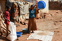 ETHIOPIA, Tigray, Shire, eritrean refugee camp May-Ayni managed by ARRA and UNHCR, food ration from WFP rations  / AETHIOPIEN, Tigray, Shire, Fluechtlingslager May-Ayni fuer eritreische Fluechtlinge, Nahrungsmittel Rationen des WFP Welternährungsprogramm der UN Vereinte Nationen