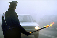 Carabinieri, segnalazioni di emergenza al traffico per nebbia....Police,  traffic emergency signaling for fog