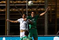 BOGOTA-COLOMBIA, 18-09-2020: Jhon Edison Garcia de La Equidad y Jonathan Muñoz de Boyaca Chico F.C. disputan el balon durante partido entre La Equidad y Boyaca Chico F.C. de la fecha 9 por la Liga BetPlay DIMAYOR I 2020, jugado en el estadio Metropolitano de Techo en la ciudad de Bogota. / Jhon Edison Garcia of La Equidad and Jonathan Muñoz of Boyaca Chico F.C. vies for the ball, during a match between La Equidad and Boyaca Chico F.C., of the 9th date for of BetPlay DIMAYOR League I 2020 at the Metropolitano de Techo stadium in Bogota city. / Photo: VizzorImage  / Santiago Cortes / Cont.