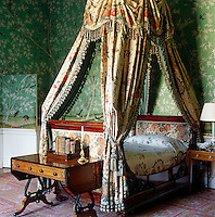 In the Queen of Scots Dressing Room, the chintz fabric which drapes the bed and the Chinese wallpaper date back to the 1830s