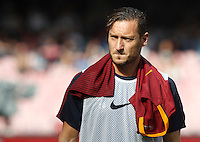 Calcio, Serie A: Napoli vs Roma. Napoli, stadio San Paolo, 15 ottobre. <br /> Roma's Francesco Totti arrives at the bench for the Italian Serie A football match between Napoli and Roma at Naples' San Paolo stadium, 15 October 2016. Roma won 3-1.<br /> UPDATE IMAGES PRESS/Isabella Bonotto