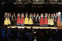 Cercle Celtique de Rostrenen.<br /> Cercle Celtique de Rostrenen.<br /> Danseurs et danseuses en costume folklorique