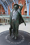 Great Britain, England, London: Sculpture of the poet John Betjeman in the concourse of Saint Pancras station