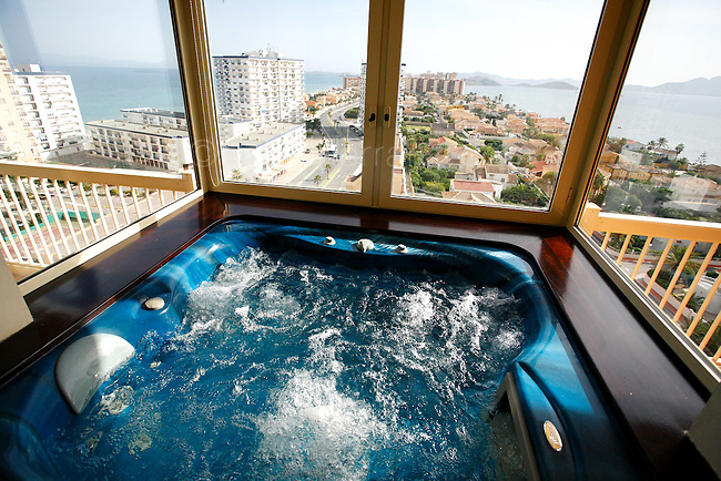 Jacuzzi en el Hotel XXXX en La Manga del Mar Menor.