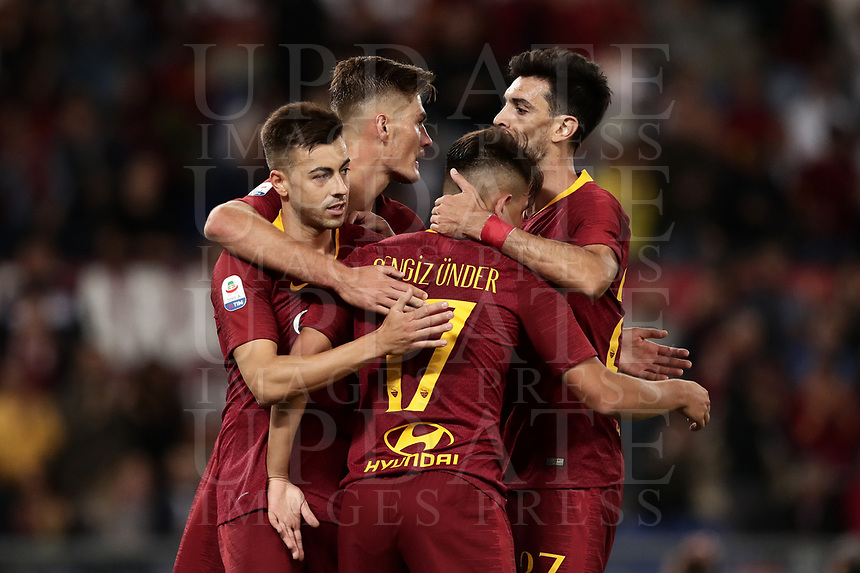 Football, Serie A: AS Roma - Frosinone, Olympic stadium, Rome, 26 September 2018. <br /> Roma's Stephan El Shaarawy (c) celebrates after scoring with his teammates during the Italian Serie A football match between AS Roma and Frosinone at Olympic stadium in Rome, on September 26, 2018.<br /> UPDATE IMAGES PRESS/Isabella Bonotto