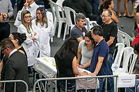 SÃO PAULO, SP, 14.03.2019: CRIME ESCOLAR EM SUZANO -SP- Amigos e familiares participam do velório das vitimas do crime da Escola Raul Brasil, na Arena Suzano Max Feffer em Suzano, nesta quinta-feira (14). (Foto: Marivaldo Oliveira/Código19)
