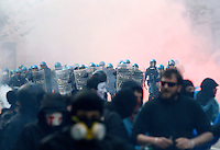 Scontri tra forze dell'ordine e dimostranti alla manifestazione per il diritto alla casa a Roma, 12 aprile 2014.<br /> Clashes between police officers and demonstrators during a rally for the right to housing, in Rome, 12 April 2014.<br /> UPDATE IMAGES PRESS/Riccardo De Luca