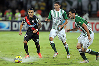 MEDELLIN -COLOMBIA- 01 -12 -2013.  Francisco Najera (Der) y Daniel Bocanegra (Centro) del Atletico Nacional disputan el balon contra Juan Guillermo Dominguez  (Izq)  del Atletico Junior  , encuentro de los cuadrangulares finales de la Liga Postobon jugado en el estadio Atanasio Girardot /   Francisco Najera (R) and Daniel Bocanegra (center) of Atletico Nacional vying for the ball with Juan Guillermo Dominguez (L) of Atletico Junior, meeting the end-runs Postobon League played at Atanasio Girardot stadium  .Photo: VizzorImage / Luis Rios  / Stringer