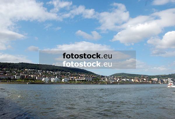 Blick über den Rhein auf Bingen mit Rochusberg<br /> <br /> view over the river Rhine to Bingen and the Rochusberg