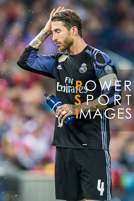 Sergio Ramos of Real Madrid pours water on his face during their 2016-17 UEFA Champions League Semifinals 2nd leg match between Atletico de Madrid and Real Madrid at the Estadio Vicente Calderon on 10 May 2017 in Madrid, Spain. Photo by Diego Gonzalez Souto / Power Sport Images