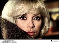 Prod DB © Gaumont / DR<br /> LAISSE ALLER C'EST UNE VALSE (LAISSE ALLER C'EST UNE VALSE) de Georges Lautner 1971 FRA<br /> avec Mireille Darc blonde platine