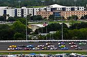 #20: Erik Jones, Joe Gibbs Racing, Toyota Camry Sport Clips and #22: Joey Logano, Team Penske, Ford Mustang Shell Pennzoil