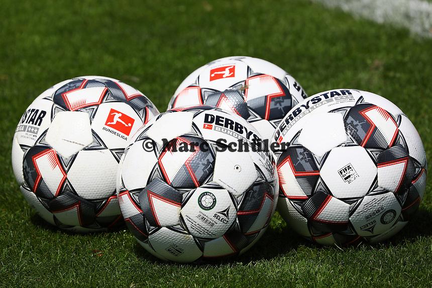 Derbystar Fußbälle für die Bundesliga Saison 2018/19 - 26.07.2018: Eintracht Frankfurt Mannschaftsfoto, Commerzbank Arena