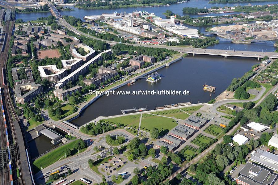 Mueggenburger Zollhafen: EUROPA, DEUTSCHLAND, HAMBURG, (EUROPE, GERMANY), 16.06.2010:Veddel, Wilhelmsburg, Elbinsel,  IBA Hamburg, Projekt, Mueggenburger Zollhafen, Auswandererwelt BallinStadt,  schwimmendes Buerohaus IBA Dock. Sitz der IBA Hamburg GmbH sowie zum Informations- und Veranstaltungszentrum der IBA..Luftbild, Draufsicht, Luftaufnahme, Luftansicht, Luftblick, Flugaufnahme, Flugbild, Vogelperspektive, Ueberblick, Uebersicht, Aufwind-Luftbilder..c o p y r i g h t : A U F W I N D - L U F T B I L D E R . de.G e r t r u d - B a e u m e r - S t i e g  1 0 2,  .2 1 0 3 5  H a m b u r g ,  G e r m a n y.P h o n e  + 4 9  (0) 1 7 1 - 6 8 6 6 0 6 9 .E m a i l      H w e i 1 @ a o l . c o m.w w w . a u f w i n d - l u f t b i l d e r . d e.K o n t o : P o s t b a n k    H a m b u r g .B l z : 2 0 0 1 0 0 2 0  .K o n t o : 5 8 3 6 5 7 2 0 9.V e r o e f f e n t l i c h u n g  n u r    m i t  H o n o r a r  n a c h  MFM, N a m e n s n e n n u n g und B e l e g e x e m p l a r !.