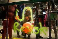 BOGOTA - COLOMBIA, 31-10-2018: Marcha de halloween realizada por los estudiantes  de las universidades públicas exigiendo presupuesto para la educación, se tomó el centro de la ciuadad de Bogotá, hoy 31 de octubre de 2018. / Halloween march made by estudents of the public universities demanding budget for education, they take a streets of Bogota today, October 31, 2018. Photo: VizzorImage / Nicolas Aleman / Cont