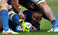 Rugby, Torneo Sei Nazioni: Italia vs Francia. Roma, stadio Olimpico, 15 marzo 2015.<br /> France's Gael Fickou, center, fights for the ball during the Six Nations championship rugby match between Italy and France at Rome's Olympic stadium, 15 March 2015.<br /> UPDATE IMAGES PRESS/Riccardo De Luca