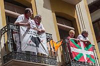 Espagne, Navarre, Pampelune: Fêtes de San Fermín, durant la  procession de Géants est organisée à travers les rues de la ville //   //  Spain, Navarre, Pamplona:  Festival of San Fermín, during the  Parade of Giants and Big-heads, San Fermín street-partying,