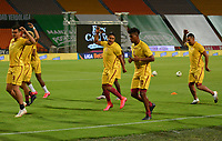MEDELLIN - COLOMBIA, 30-09-2020: Juagadores del Tolima calientan previo al partido entre Atlético Nacional y Deportes Tolima por la fecha 9 de la Liga BetPlay DIMAYOR I 2020 jugado en el estadio Atanasio Girardot de la ciudad de Medellín. / Players of Tolima warm up prior a match for the date 9 as part of BetPlay DIMAYOR League I 2020 between Atletico Nacional and Deportes Tolima played at Atanasio Girardot stadium in Medellín city. Photo: VizzorImage / Luis Benavides / Cont