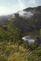 Europe/France/Auvergne/15/Cantal/Alleuze: Ruines du Chteau d'Alleuze XIIIème siècle dans la vallée de la Tuyère