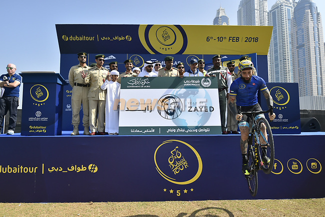 Vittorio Brumotti shows off his skills at sign on before the  start of Stage 5 The Meraas Stage final stage of the Dubai Tour 2018 the Dubai Tour's 5th edition, running 132km from Skydive Dubai to City Walk, Dubai, United Arab Emirates. 10th February 2018.<br /> Picture: LaPresse/Fabio Ferrari | Cyclefile<br /> <br /> <br /> All photos usage must carry mandatory copyright credit (© Cyclefile | LaPresse/Fabio Ferrari)