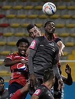 BOGOTÁ -COLOMBIA, 05-08-2017: Jorge Lozano (Der) de Tigres FC disputa el balón con Santiago Echeverria (Izq) de Independiente Medellin durante partido por la fecha 6 de la Liga Águila II 2017 jugado en el estadio Metropolitano de Techo de la ciudad de Bogotá. / Jorge Lozano (R) player of Tigres FC fights for the ball with Santiago Echeverria (L) player of Independiente Medellin during the match for the date 6 of the Aguila League II 2017 played at Metropolitano de Techo stadium in Bogotá city. Photo: VizzorImage/ Gabriel Aponte / Staff