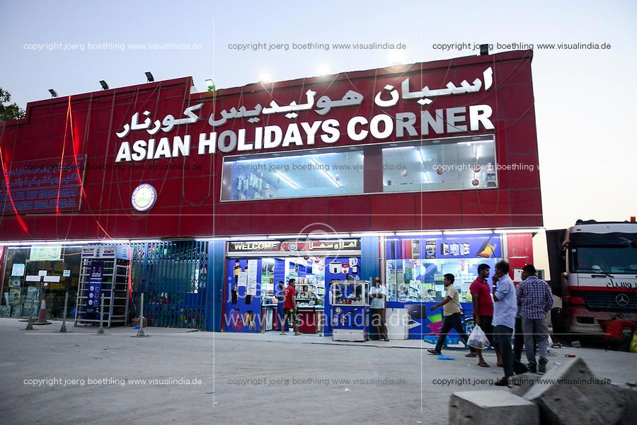 QATAR, Doha, industrial complex outside the city, here live the migrant worker  / KATAR, Doha, Industriekomplex ausserhalb der Stadt, hier leben die Gastarbeiter