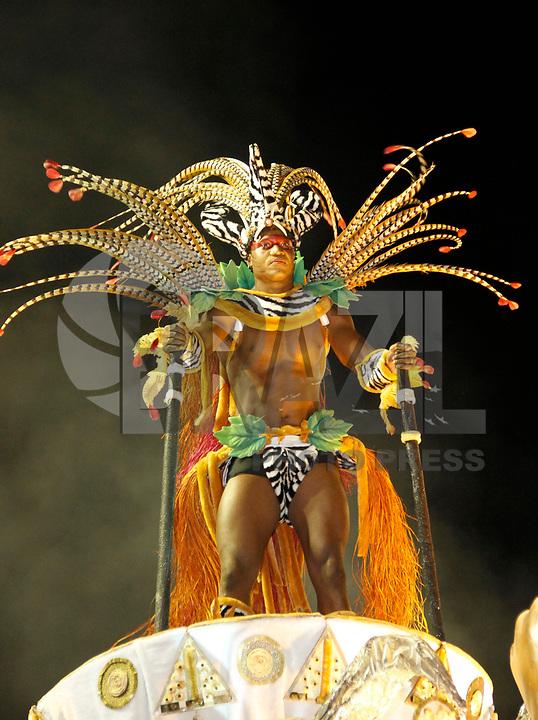 RIO DE JANEIRO, RJ, 06 DE MARÇO DE 2011 - CARNAVAL RJ - IMPERATRIZ - Integrantes Imperatriz, no primeiro dia de Desfile das Escolas de Samba do Grupo Especial do Rio de Janeiro, na Marquês de Sapucaí (Sambódromo), no centro da cidade, na noite deste domingo (6). (FOTO: VANESSA CARVALHO / NEWS FREE).