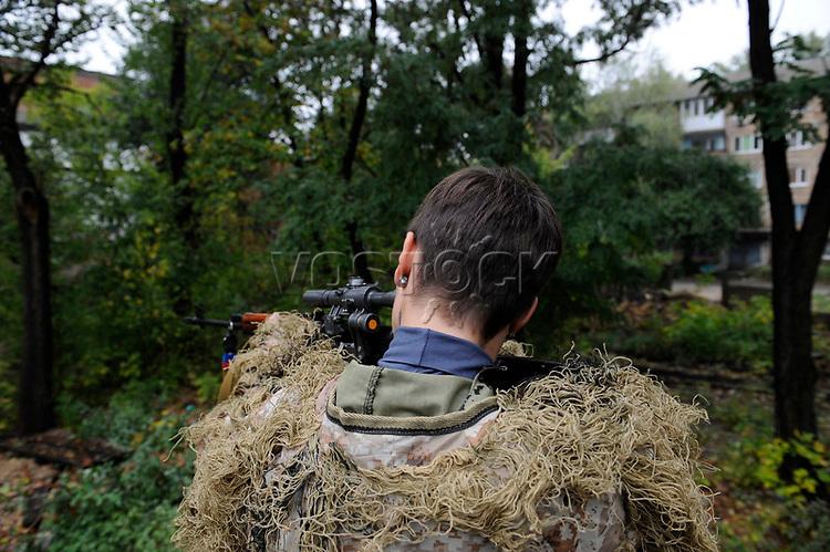 Yulia, Scharfschuetzin der pro-russischen Separatisten, Portrait, Donezk, Ukraine, 10.2014, Yulia, 21-year old sparatist's sniper in Donetsk. ***HIGHRES AUF ANFRAGE*** ***VOE NUR NACH RUECKSPRACHE***