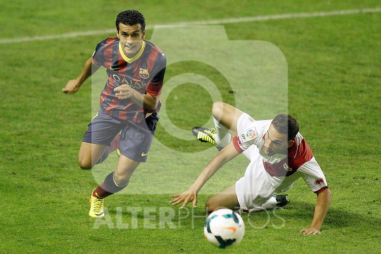 Rayo Vallecano's Alberto Perea (r) and FC Barcelona's Pedro Rodriguez during La Liga match.September 21,2013. (ALTERPHOTOS/Acero)