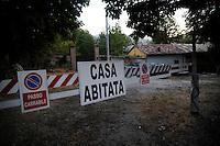 Alcune case tornano ad essere abitate dopo il terremoto  del 2009 .Some houses return to be inhabited after the earthquake of 2009