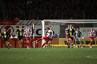 Milorad Pekovic (FSV Mainz 05) zieht ab