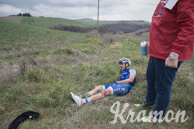 Ariel Maximiliano Richeze (ARG/QuickStep Floors) seriously was involved in a mass crash & is forced to abandon the race at 67km.<br /> He needed 5 stiches to the knee to close the sustained wound.<br /> <br /> 11th Strade Bianche 201711th Strade Bianche 2017