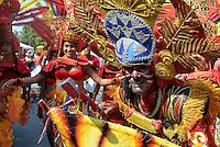 """BARRANQUILLA-COLOMBIA-02-03-2014. El carnaval de Barranquilla hoy se llevo acabo la Batalla de Flores del Recuerdo y la Gran Parada """"Carlos Franco""""./ Today in the was celebrate the Memory Flowers Fighting and the Gran Parada """"Carlos Franco"""" in the Carnaval of Barranquilla.  Photo: VizzorImage/Alfonso Cervantes/STR"""
