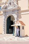 Principality of Monaco, on the French Riviera (Côte d'Azur), district Monaco-Ville: guard at Prince's Palace of Monaco   Fuerstentum Monaco, an der Côte d'Azur, Stadtteil Monaco-Ville: Wachposten vorm Fuerstenpalast Palais Princier