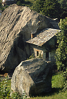 - Val di Gressoney, tipica casa Walser<br />