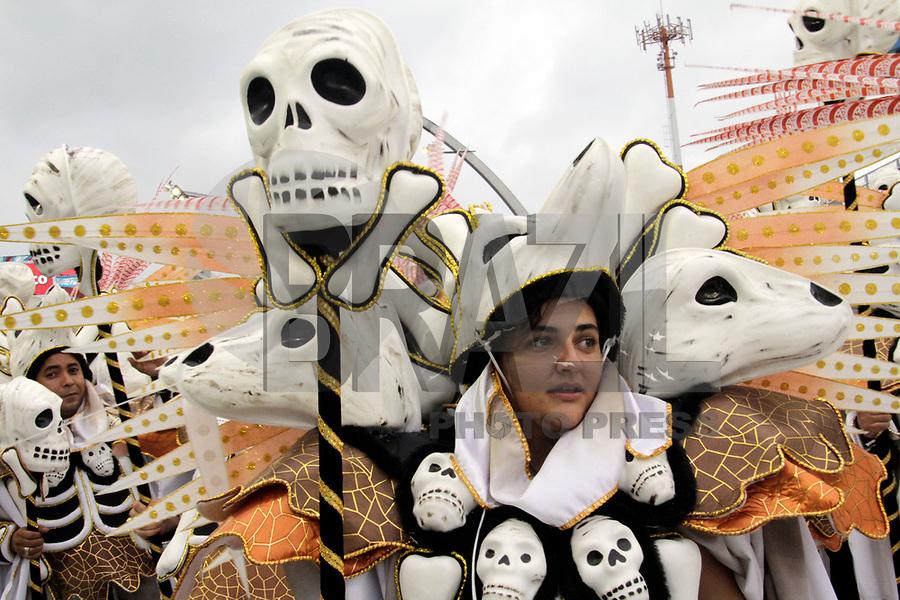SÃO PAULO, SP, 04 DE MARÇO DE 2011 - CARNAVAL 2011 - Desfile da Perola Negra primeiro dia dos desfiles das escolas do Grupo Especial de São Paulo, no Sambódromo do Anhembi, zona norte da capital paulista, nesta sexta-feira. (FOTO: ALE VIANNA / NEWS FREE).