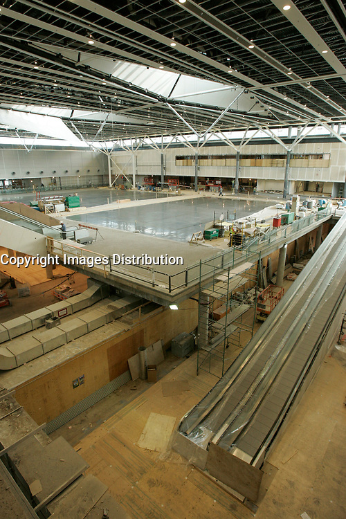 Construction of the new terminal at YUL-Montreal-Trudeau (formely Dorval) Airport, September 2004.<br /> <br /> photo : (c)  Images Distribution