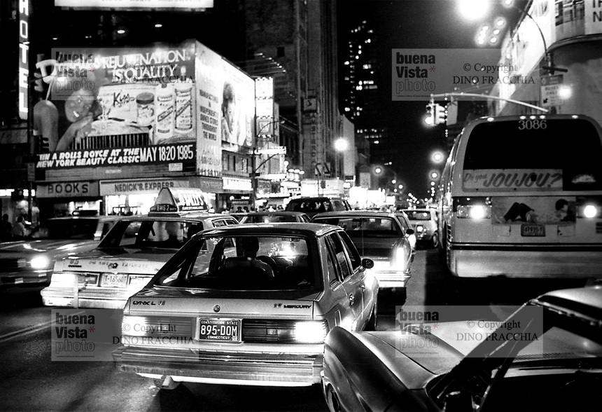 - New York, traffic in Times Square<br /> <br /> - New York, traffico in  Times Square