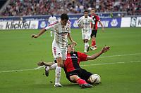 Arturo Vidal (Bayer Leverkusen) im Zweikampf mit Sotirios Kyrgiakos (Eintracht Frankfurt)