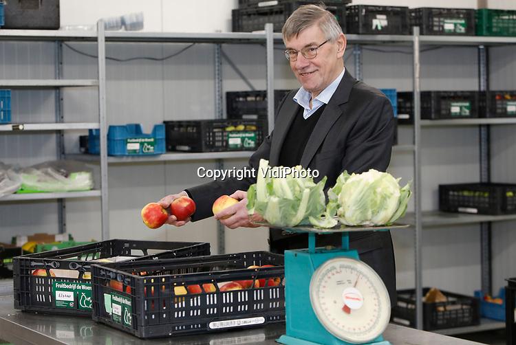 Foto: VidiPhoto<br /> <br /> NIJMEGEN – Voorzitter Gerard Titulaer van landbouwcoöperatie en groothandel Oregional. Oregional is een coöperatie van boeren en tuinders in de regio Arnhem-Nijmegen. Ook burgers zijn lid van de coöperatie. Doel is een duurzame voedselketen in de regio Arnhem-Nijmegen.