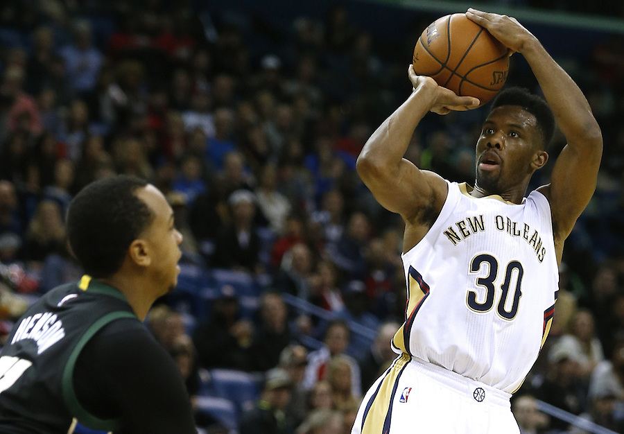 New Orleans Pelicans guard Norris Cole (30) shoots over Milwaukee Bucks forward John Henson (31) during the second half of an NBA basketball game Saturday, Jan. 23, 2016, in New Orleans. The Pelicans won 116-99. (AP Photo/Jonathan Bachman)