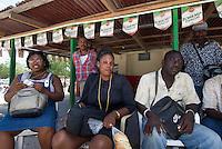 Dominikanische Republik, Geldwechsler an der Grenze zu Haiti bei Jimani im Südosten