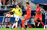 MOSCU - RUSIA, 03-07-2018: Juan CUADRADO (Izq) jugador de Colombia disputa el balón con Dele ALLI (Der) jugador de Inglaterra durante partido de octavos de final por la Copa Mundial de la FIFA Rusia 2018 jugado en el estadio del Spartak en Moscú, Rusia. / Juan CUADRADO (L) player of Colombia fights the ball with Dele ALLI (R) player of England during match of the round of 16 for the FIFA World Cup Russia 2018 played at Spartak stadium in Moscow, Russia. Photo: VizzorImage / Julian Medina / Cont