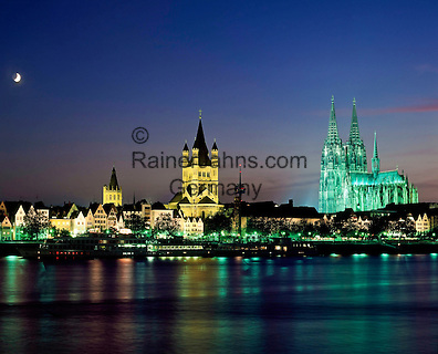 Germany, North Rhine-Westphalia, Cologne: skyline at night